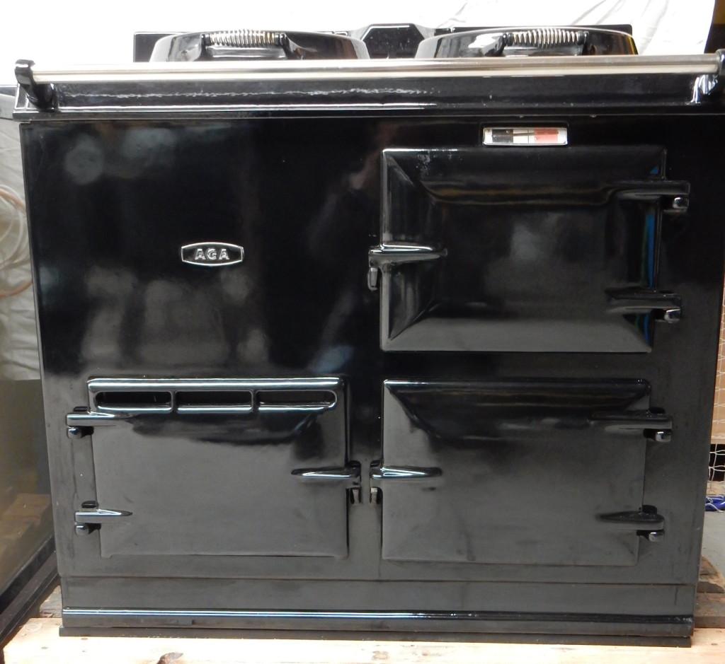 2 oven zwart op gas met emaille deksels met muurdoorvoer. Prijs incl. plaatsing € 3250